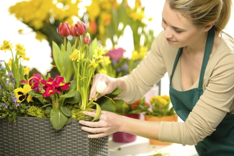 Finding a reliable company before sending flower arrangements