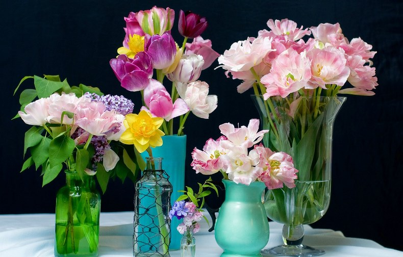 The Choice of Vase and Its Care - Bemyflowers.co.uk
